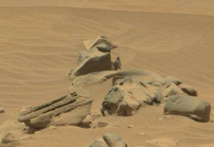 "What's this? -Mars ""SOL 735"" by Rover Curiosity"